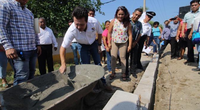 Arranca construcción de guarniciones y banquetas para familias de Boquerón 1a
