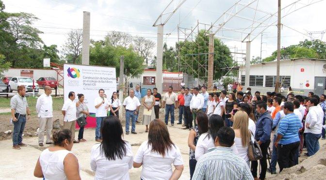 Aporta Centro techumbre y mejora de cancha al Plantel 26 del Cobatab