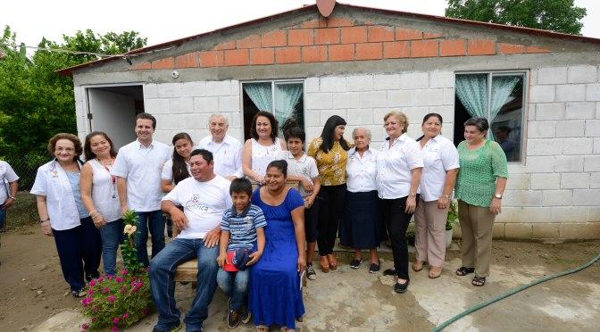 """""""Edifica, programa social del DIF, cambia vida de familias tabasqueñas"""