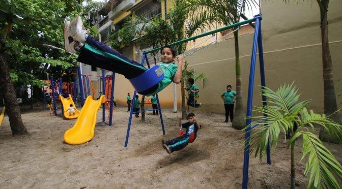 Disfrutan familias de La José Colomo, en Centro, de renovado parque Mazaya