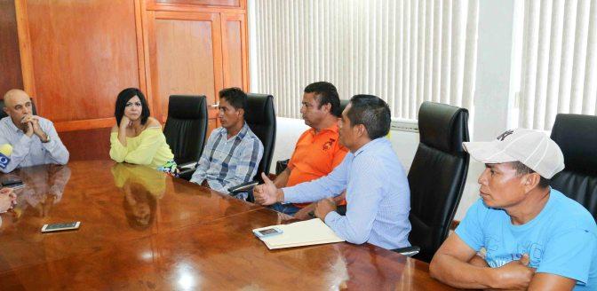 Atiende Cobatan inquietud de padres de Ayapa que buscan espacios para sus hijos