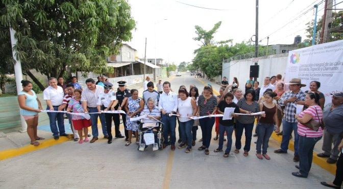 Entrega Gaudiano calles y drenaje a familias de Gaviotas Sur