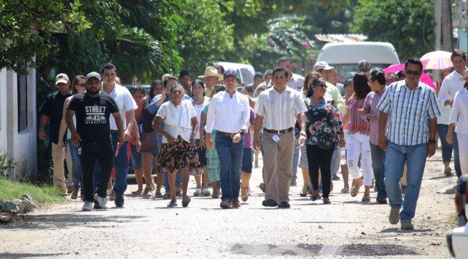 Atiende Gaudiano peticiones de habitantes de Río Viejo 2da