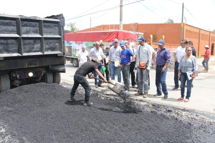 BANDERAZO DE RECONSTRUCCIÓN DE CALLES Y AVENIDAS CON EQUIPO DE RECICLADO ASFÁLTICO - CALLE COBRE ESQ. CALLE HIERRO, CIUDAD INDUSTRIAL (1)