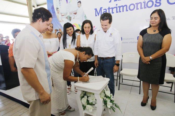 Atestigua Centro bodas colectivos y entrega de actas en Anacleto Canabal 1ra