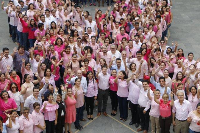 Conmemora Centro Día Internacional de Lucha Contra Cáncer de Mama