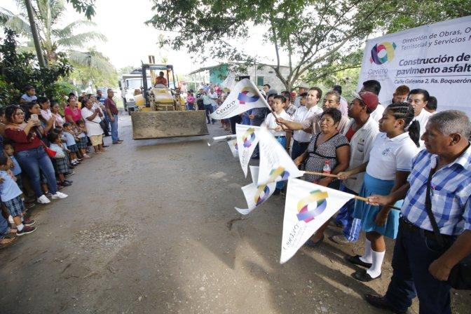 Invierte Centro 2.5 MDP en obra de pavimentación en Boquerón 3ª sección