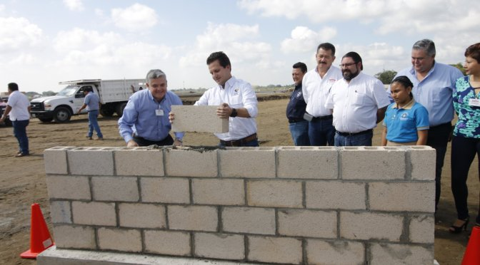 Coloca Gaudiano primera piedra de COSTCO; terminan años de trabas para operar en Tabasco