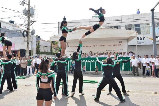 Trabajo en equipo y unidad, en desfile cívico deportivo