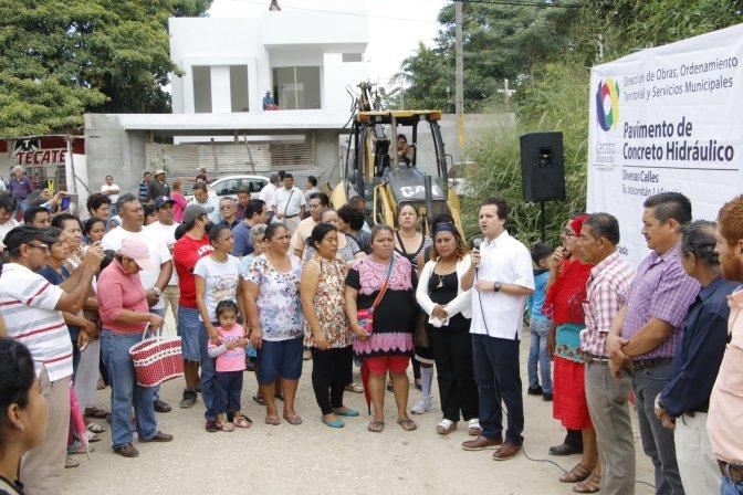 Lleva Gaudiano inversión de casi 16 mdp a Ixtacomitán para construir calles y callejones