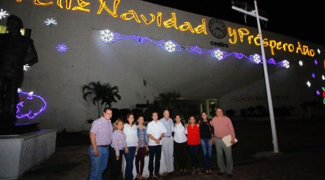 Espíritu navideño ilumina Villahermosa