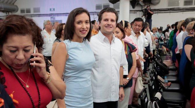Acude matrimonio Gaudiano-Martel a Informe de Labores del DIF Tabasco