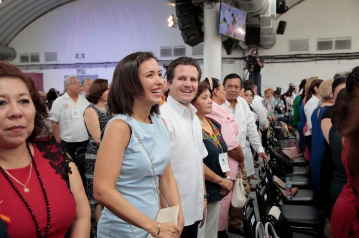 Matrimonio Gaudiano Martel en 5o Informe del DIF Tabasco 251117 (3)