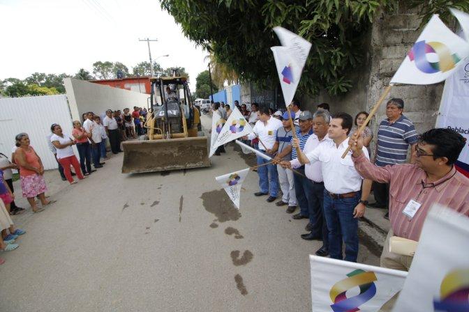 Lleva Gaudiano introducción de drenaje y pavimentación de calles en Río Viejo 1ª