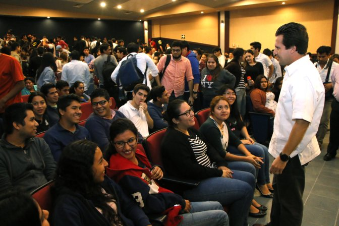 Aprovechar oportunidades para crecimiento de los jóvenes, exhorta Gaudiano a estudiantes de la UAG