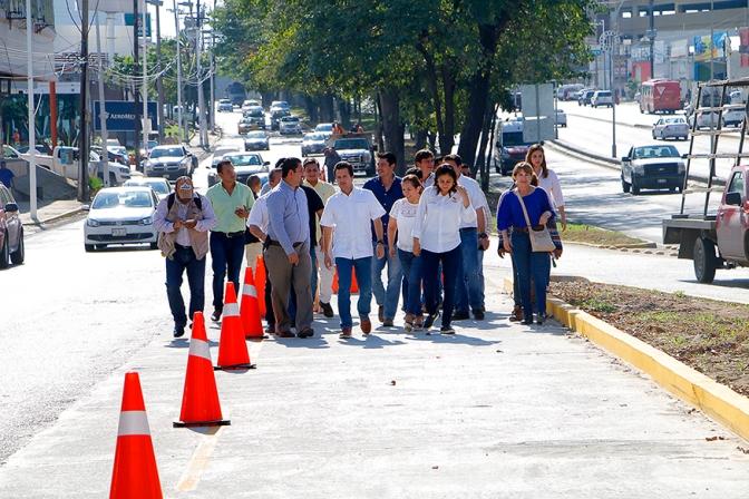 Entrega Gaudiano adecuación vial del boulevard Ruiz Cortines