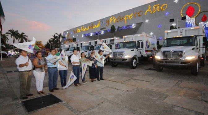 Da edil de Centro banderazo a nuevos camiones recolectores de basura