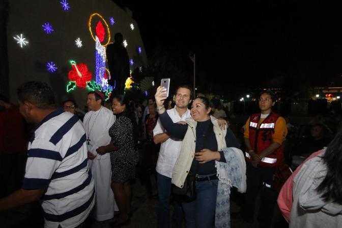 Disfrutan familias de Centro de la Gran Apertura de las Fiestas Navideñas