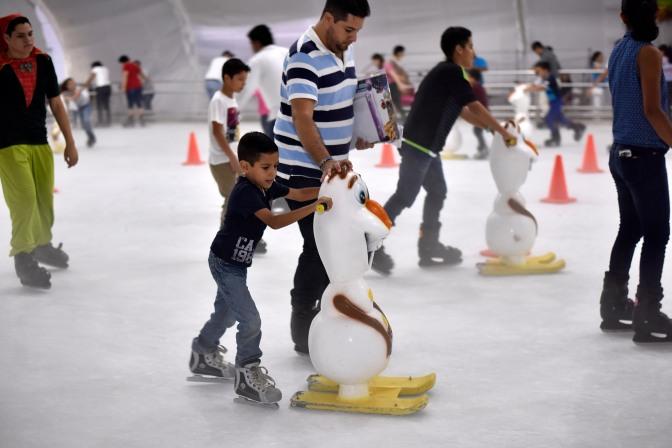 Invitan a la pista de hielo de Festival Navideño