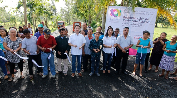 Inaugura Gaudiano carreteras con pavimento asfáltico en González y Anacleto Canabal