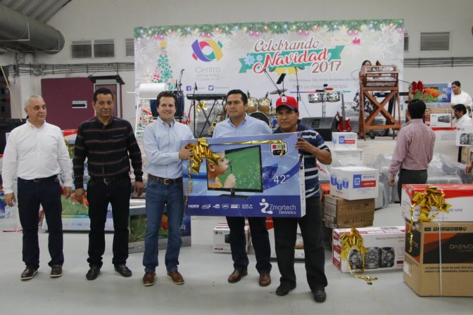 Convive Gaudiano en Gran Posada Navideña con trabajadores de Centro