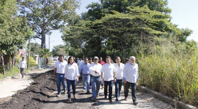 Avanzan trabajos de reconstrucción del camino de la Ra. Emiliano Zapata, constata Gaudiano