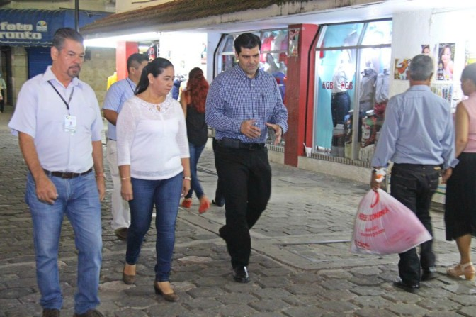 Alcaldesa Casilda Ruiz supervisó los trabajos de reparación de luminarias y calles en la Zona Luz