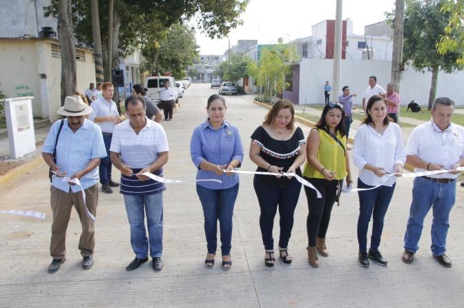 Invierte Centro más de 6 MDP en pavimentación con concreto hidráulico en Huapinol