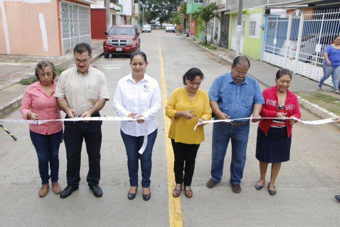 Continúa Casilda Ruiz entregando obras que habitantes de Centro pedían desde hace décadas