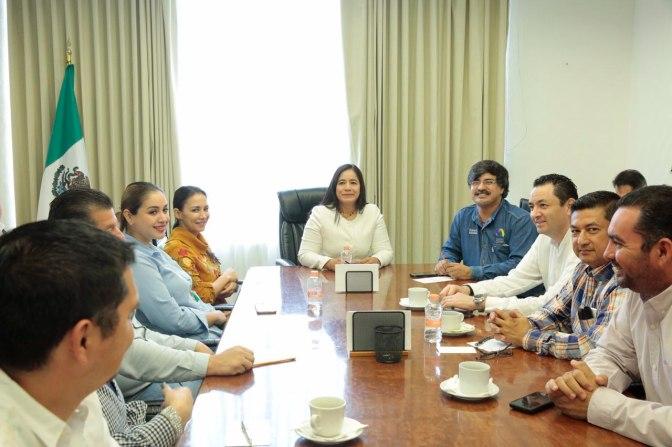 Sostiene Casilda Ruiz reuniones con el equipo de Centro para iniciar acciones de beneficio 2018