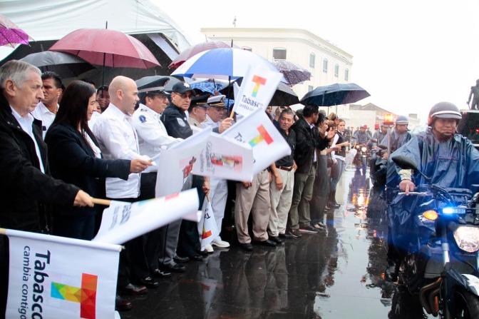 Atestigua presidenta municipal de Centro entrega de equipos para fortalecer la seguridad