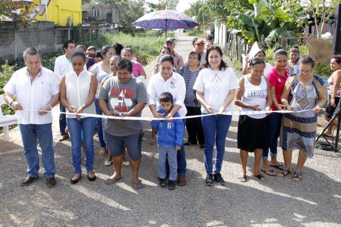 Entrega Casilda Ruiz pavimentación de calles por 14 MDP en González y Anacleto Canabal