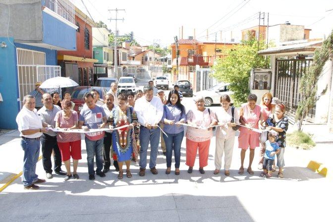 En Atasta, entrega Casilda Ruiz pavimentación de calle Jalapa, que tenía 30 años abandonada