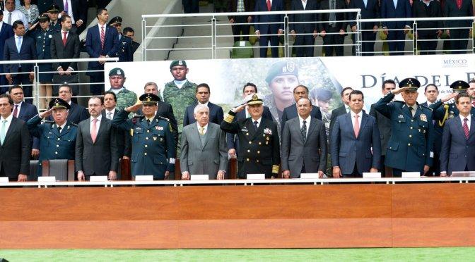 Asiste Núñez a celebración del Día del Ejército