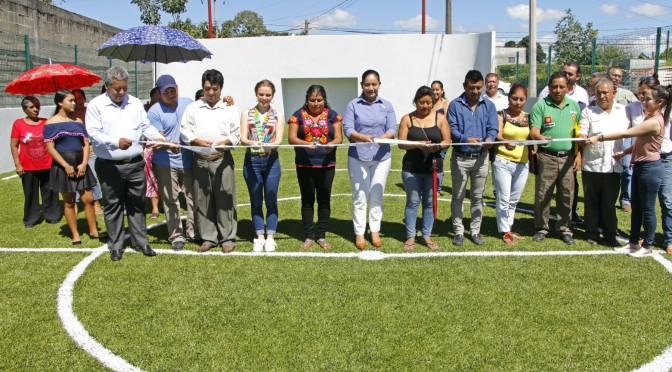 Inaugura Casilda Ruiz cancha de fútbol rápido, ejercitadores y juegos en Ra. Guineo 2ª