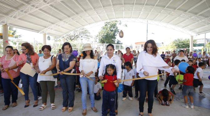 Entrega Casilda Ruiz 3 techumbres en jardines de niños de Gaviotas Sur