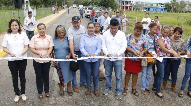 Inaugura Casilda Ruiz más de 2 km de banquetas en El Censo y Torno Largo