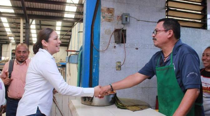 Visita Violeta Caballero mercado de Tamulté de las Barrancas