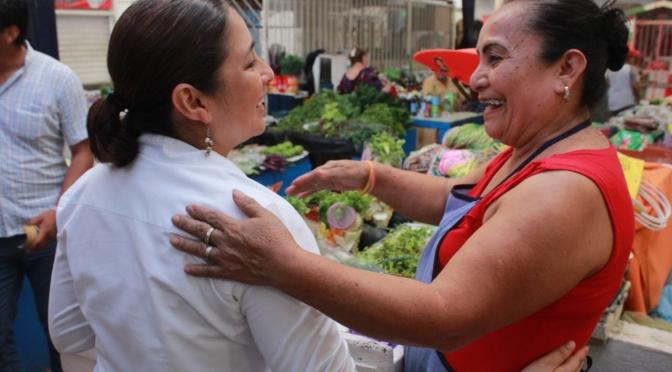 Apoyaremos a sectores productivos, afirma Violeta Caballero en el Mercado de Tamulté
