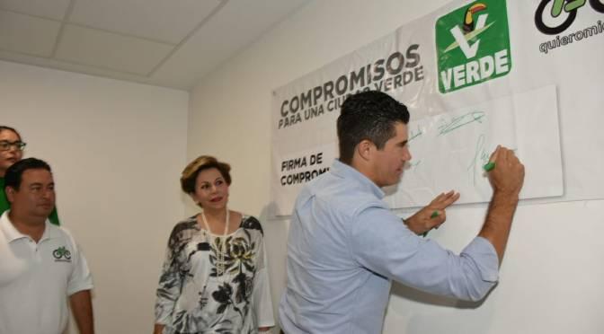 Firman Ady García y Federico Madrazo compromiso de movilidad con asociación civil