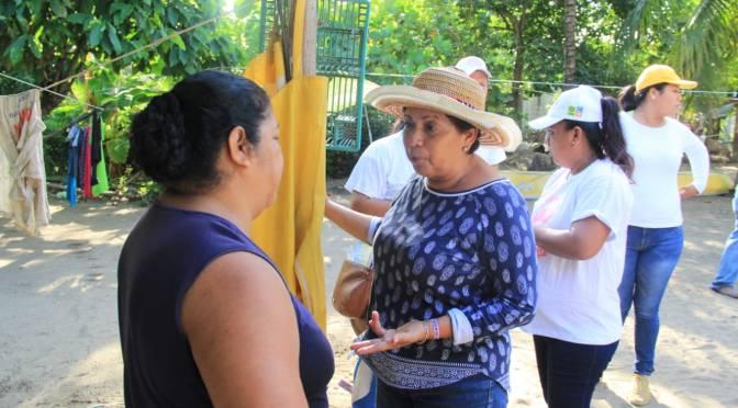 Ofrece Anita Castellanos apoyo a familias de Zona Costera de Paraíso