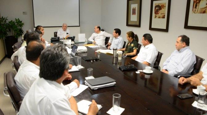 Acuerda Núñez medidas para proteger a manatíes