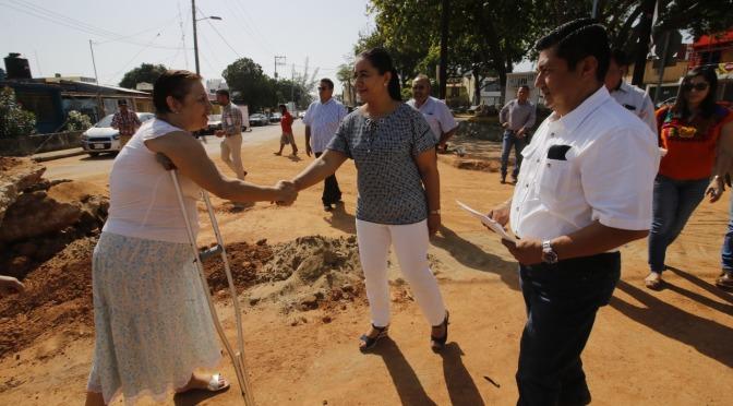 Constata Casilda Ruiz sustitución de tubería de drenaje  en la colonia Pensiones
