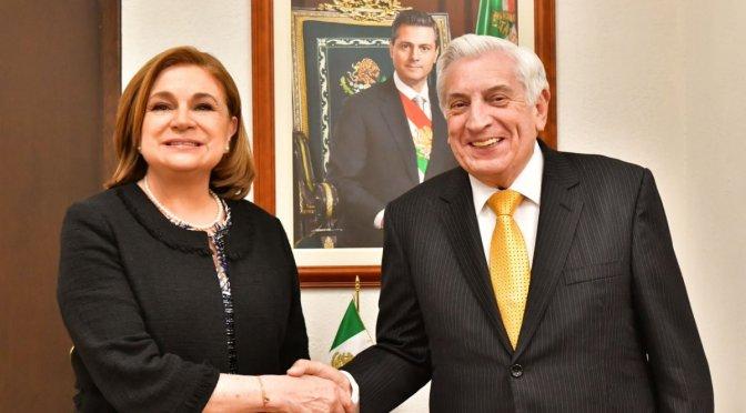 Firma Arturo Núñez acuerdo con la Secretaría de la Función Pública