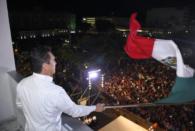 Encabeza gobernador de Campeche ceremonia del grito de Independencia Nacional