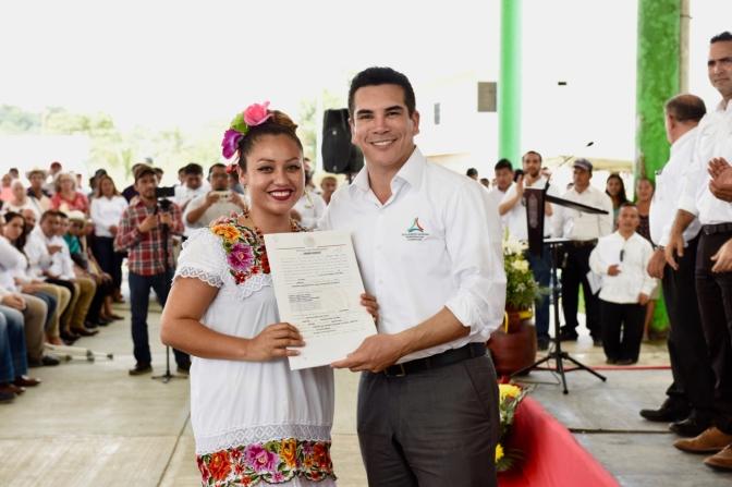 Entrega el gobernador de Campeche 275 títulos de solares urbanos