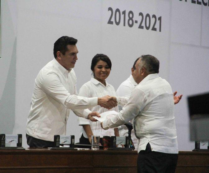 Sumar esfuerzos para responder con mayor eficacia a la población, pide el gobernador de Campeche