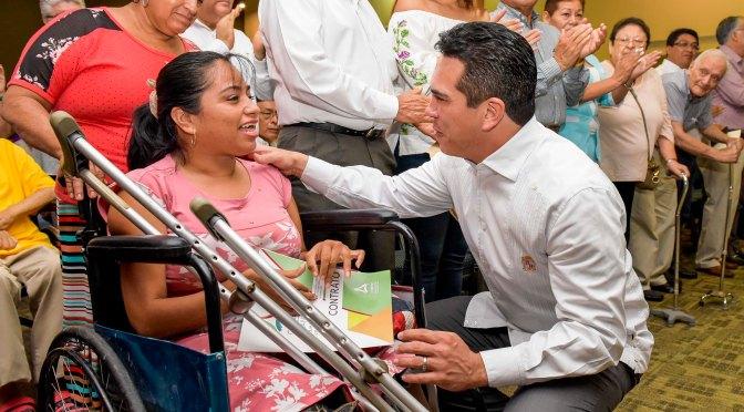 Da gobernador Alejandro Moreno Cárdenas certeza jurídica al patrimonio de mil familias campechanas