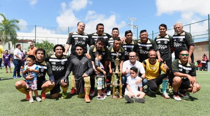 """Kiss Fm, Campeón de la Liga de Fútbol de Bardas """" Comunicar en Grande"""""""