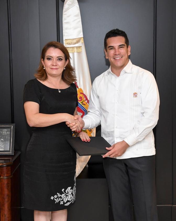 Designa gobernador de Campeche a nueva titular de la Consejería Jurídica del gobierno del Estado